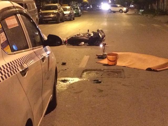 Hà Nội: Taxi húc văng xe máy, một người tử vong tại chỗ - Hình 1