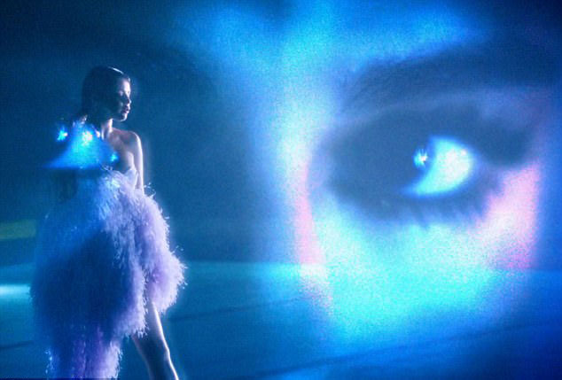 Selena Gomez thể hiện hình ảnh sexy trong MV mới