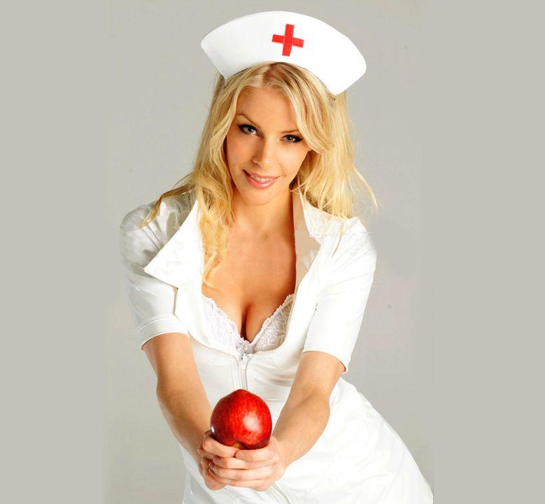 Alexandra Larsson - cô y tá nóng bỏng