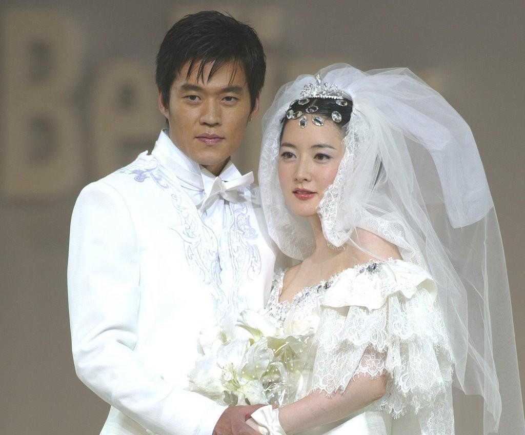 Các bà hoàng nhan sắc Kbiz đều đã kết hôn hết và chọn được ai đẹp nhất khi mặc váy cưới là điều khó nhất hành tinh