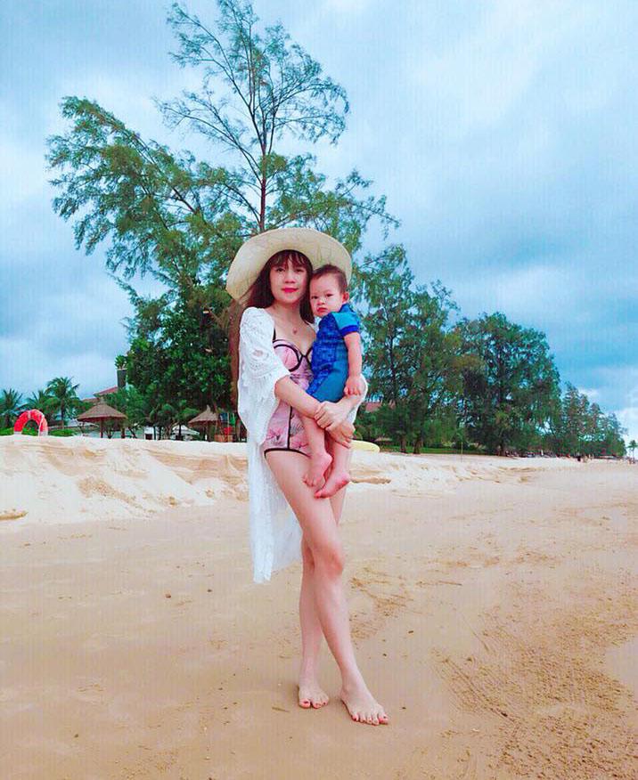 Vợ Lý Hải diện bikini, lấp ló vòng 1 kỷ niệm 7 năm ngày cưới tại Phú Quốc
