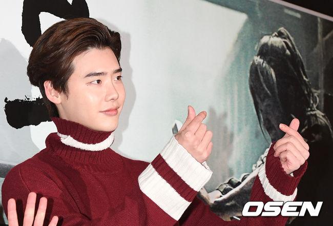 Song Seung Hun vui vẻ đi xem phim giữa tin đồn chia tay Lưu Diệc Phi