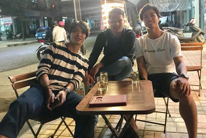 Tuấn Anh đến quán cafe Công Phượng tính mưu cho trận cuối V.League 2017