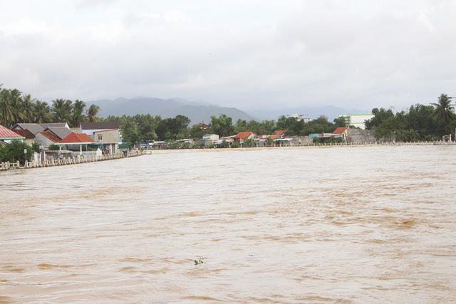 Đôi nam nữ rơi xuống vực ở Khánh Hoà trong cơn mưa lớn