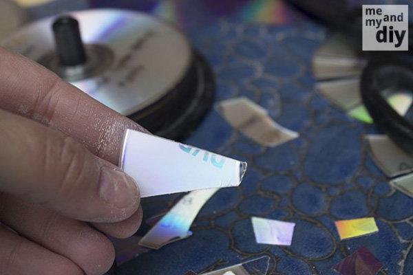 Cô gái cắt vụn đĩa CD để dán tường, dán bàn,... thấy kết quả, mọi người đua nhau làm theo