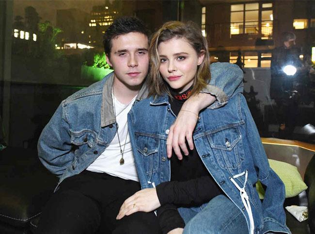 Brooklyn và bạn gái mặc đồ đôi đi dự sự kiện cùng nhau - Hình 2