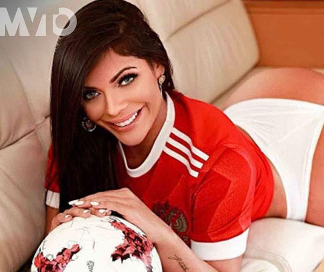 Hoa hậu siêu vòng 3 Brazil lại cởi đồ để thổ lộ tình yêu với Messi
