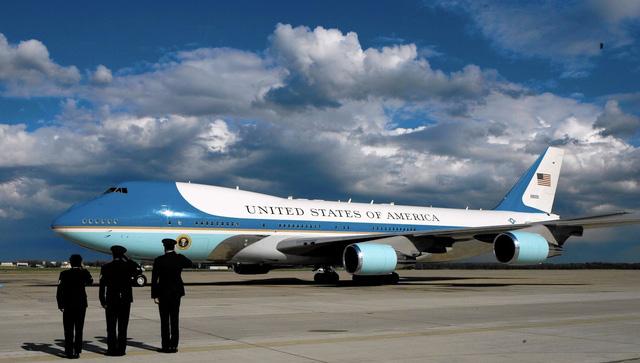 Tổng thống Mỹ mang theo cả phi đội máy bay khi công du - Hình 1