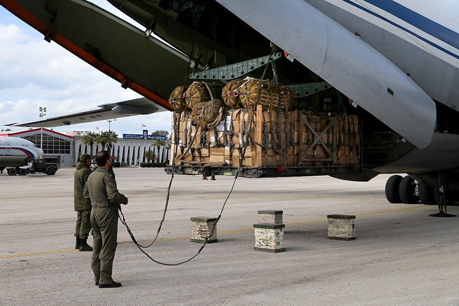 Vận tải cơ khổng lồ Nga đưa 40 tấn hàng viện trợ đến Việt Nam - Hình 2