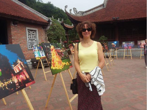 Khách quốc tế trầm trồ trước vẻ đẹp Văn Miếu ở triển lãm Thu Vọng Nguyệt - Hình 1