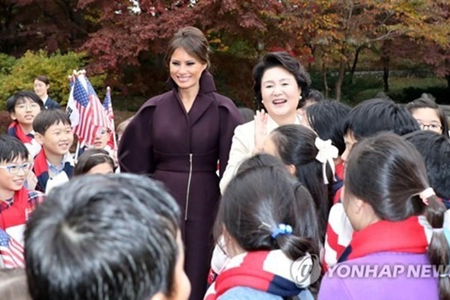 Phu nhân Tổng thống Hàn Quốc làm đồ ăn mời vợ chồng ông Donald Trump - Hình 1