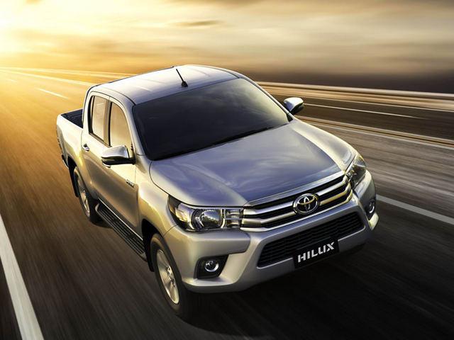 Toyota Hilux 2017 giá từ 631 triệu đồng tại Việt Nam - Hình 1