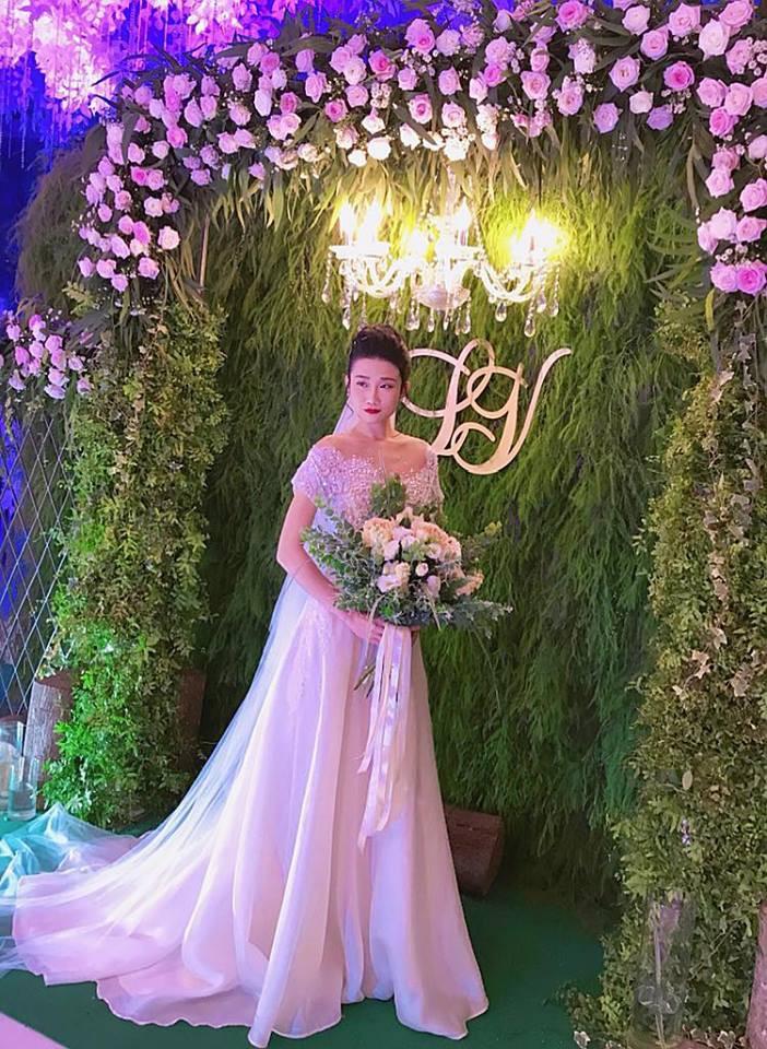 Vợ chồng Lê Thúy cùng Xuân Lan rạng rỡ tham dự đám cưới của Kha Mỹ Vân và chồng Tây - Hình 2