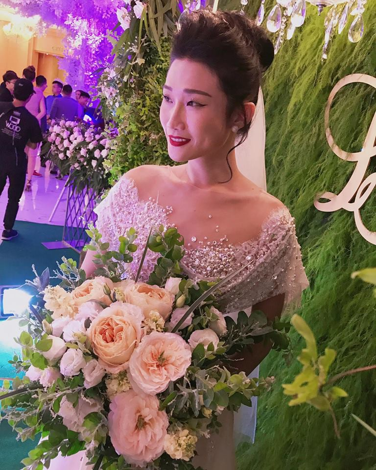 Vợ chồng Lê Thúy cùng Xuân Lan rạng rỡ tham dự đám cưới của Kha Mỹ Vân và chồng Tây - Hình 1