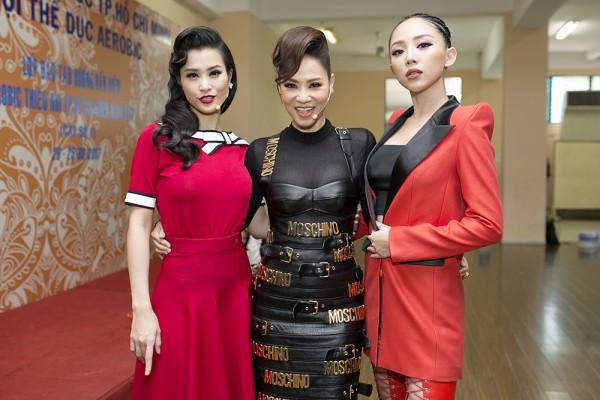 Cứ tưởng trung thành với mốt sexy, nào ngờ Tóc Tiên chính là 'trùm vest' đáng nể của showbiz