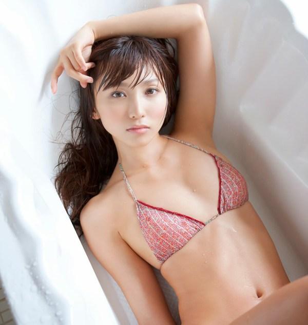 Hot girl Nhật khoe dáng yêu kiều trong phòng tắm