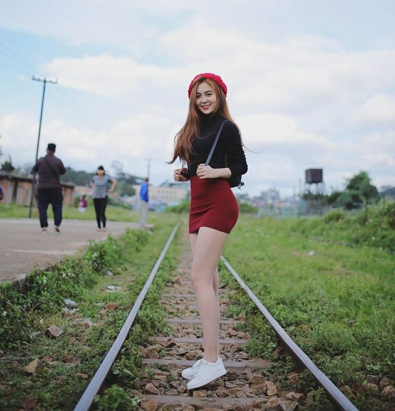 Nữ sinh Sài Gòn được mệnh danh hot girl vòng eo 58
