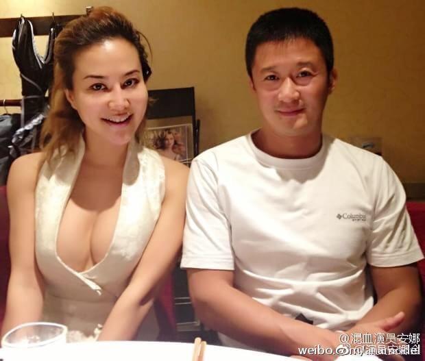 Sao Hoa ngữ U70 bị ném đá vì cặp với nữ đệ tử gốc Việt kém 46 tuổi nóng bỏng