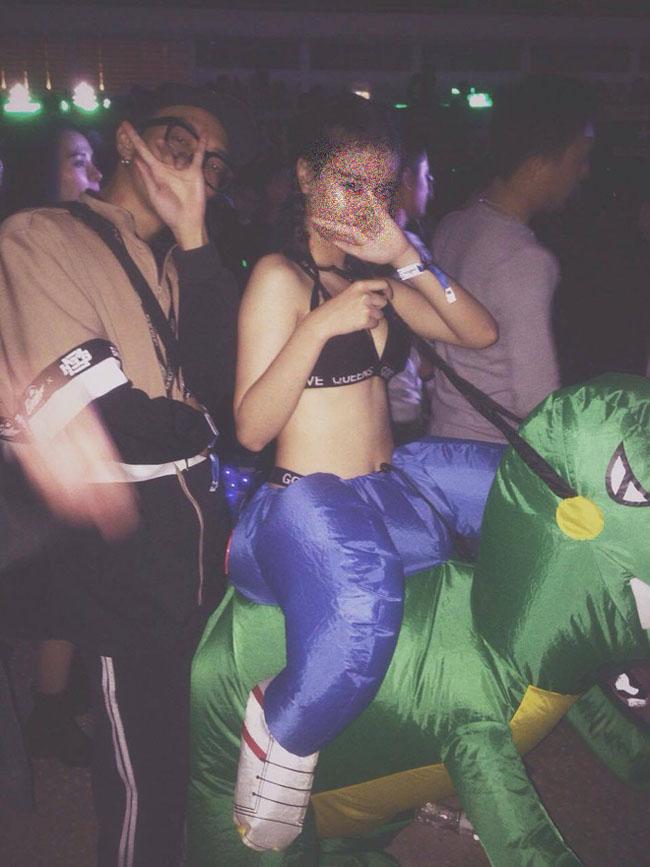 Phong cách đi quẩy táo bạo với nội y, đồ bơi của con gái châu Á