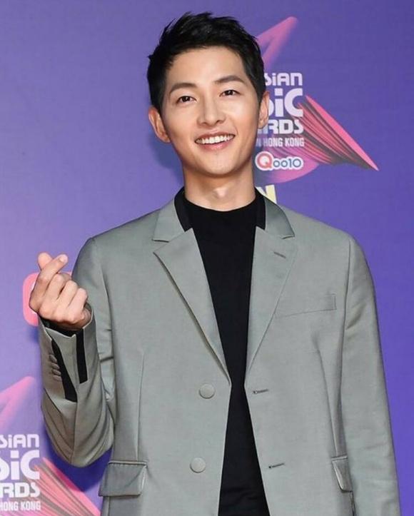 Song Joong Ki thừa nhận vẫn đang đắm chìm trong cuộc sống tân hôn với Song Hye Kyo