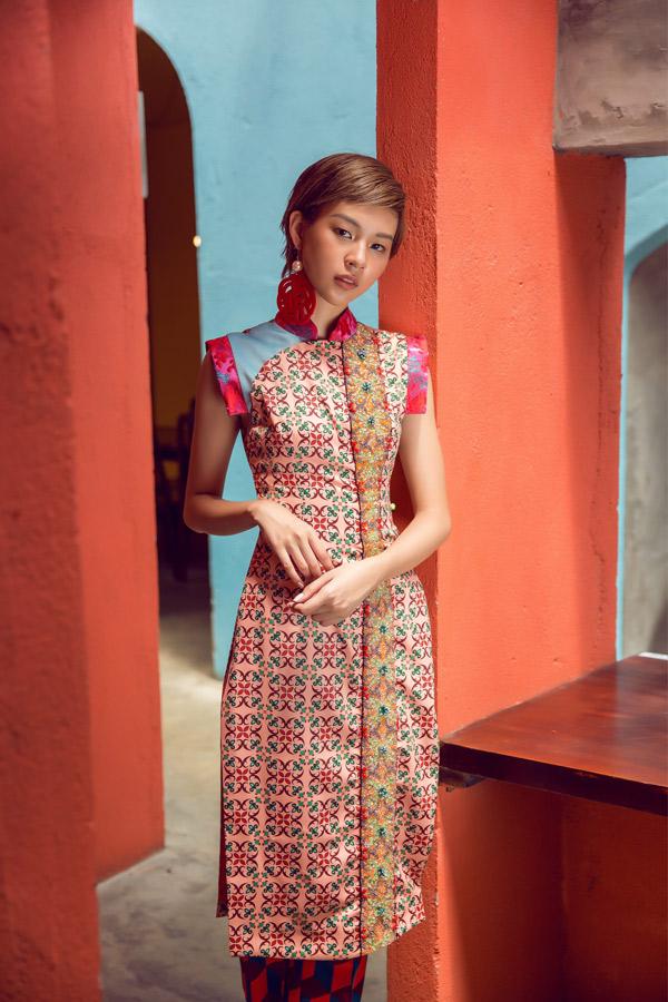 Phí Phương Anh diện áo dài gạch bông, hóa Cô Ba Sài Gòn cá tính - Hình 9