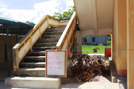 Thấp thỏm với &'khu vực nguy hiểm, cấm vào' của trường tiểu học ở Quảng Bình - Hình 2