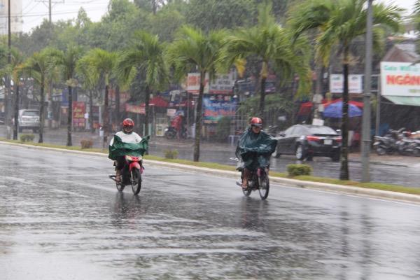 Quân khu 9 lập Sở Chỉ huy chống bão số 16, Bộ trưởng Nông nghiệp kêu gọi gặt lúa giúp dân