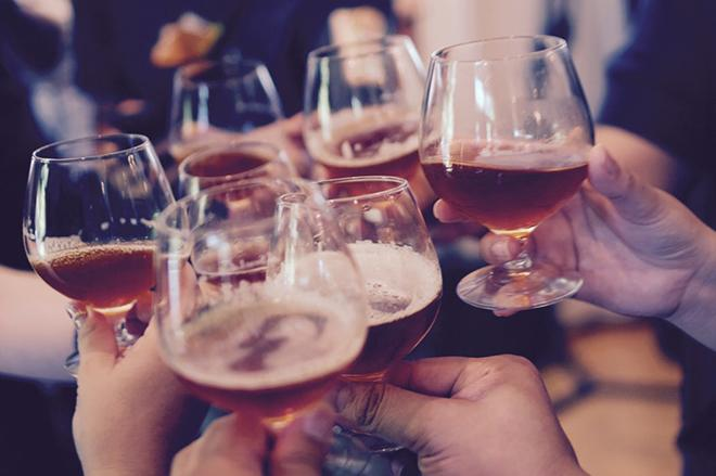 bua tiec cuoi nam da den rat gan lam sao de bao ve da khoi tac h 779faa Bữa tiệc cuối năm đã đến rất gần, làm sao để bảo vệ da khỏi tác hại rượu bia?