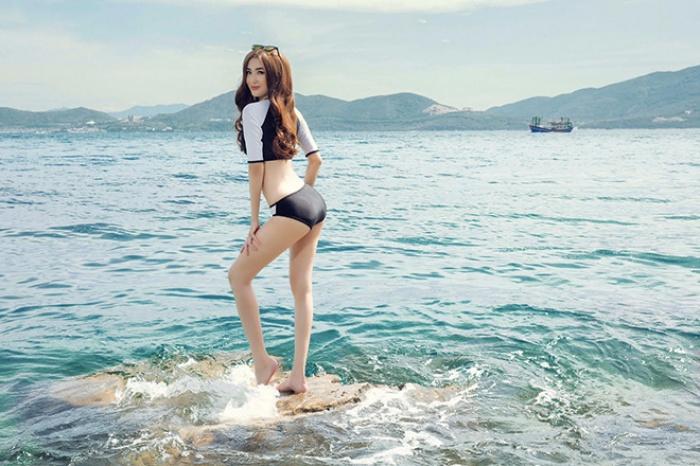 Chiêm ngưỡng bộ ảnh của Ngọc Loan diện bikini khoe đường cong hoàn hảo