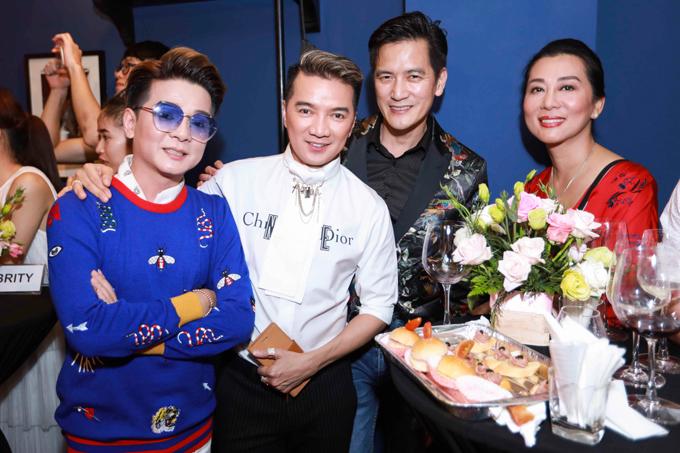 Hồ Ngọc Hà mừng Dương Triệu Vũ lần đầu thử sức kinh doanh