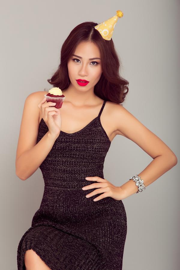 Hà Anh, Yến Nhi chọn trang phục nóng bỏng đi tiệc