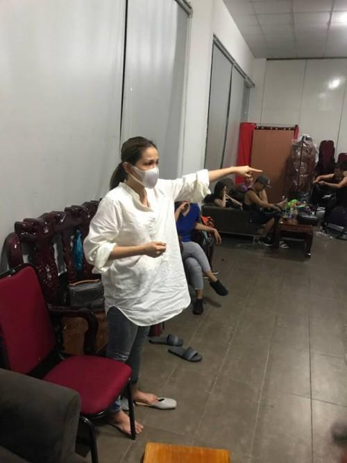 Hồi phục sau sự cố bị bỏng mặt, Khả Như chia sẻ: Ngày được make up lên sân khấu, tôi run người và bật khóc