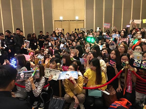 Fan Việt sung sướng khi NCT 127 chia sẻ cảm thấy rất gần gũi và bình yên tại Việt Nam