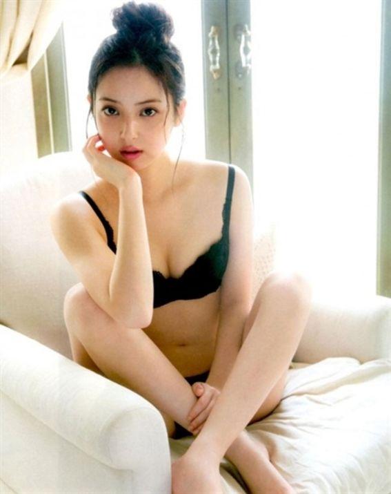 Mỹ nhân xinh nhất Nhật Bản diện nội y đẹp hút hồn