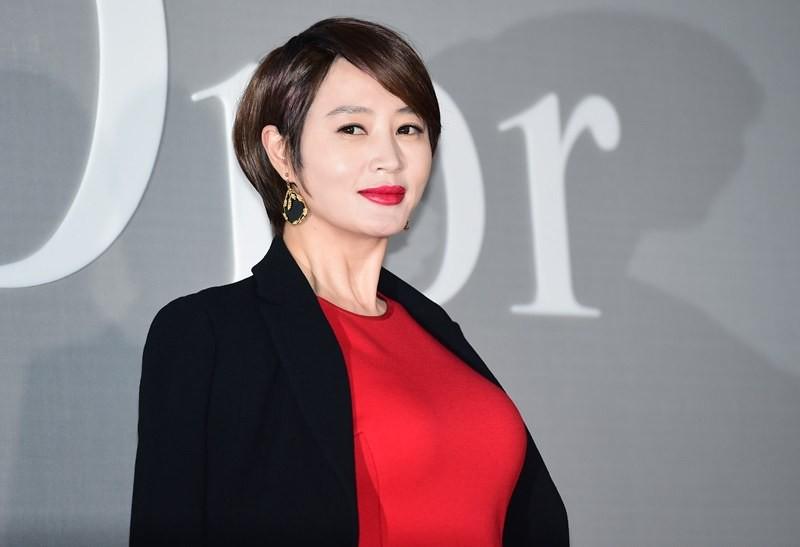 Trớ trêu loạt sao nữ Hàn: Tường thành nhan sắc tự nhiên ế dài, kẻ dao kéo hỏng lại lấy được đại gia