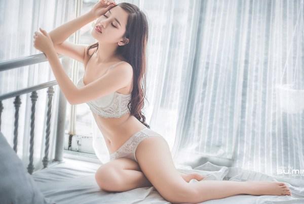 Chùm ảnh nóng của các hot girl Việt