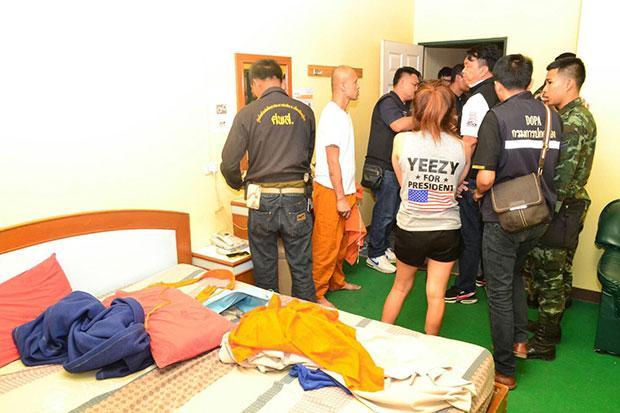 Sư Thái Lan bị bắt quả tang dẫn gái vào nhà nghỉ chơi ma túy - Hình 1
