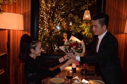 Lộ ảnh chồng Phi Thanh Vân tặng hoa cho cô gái đẹp nhân dịp Valentine