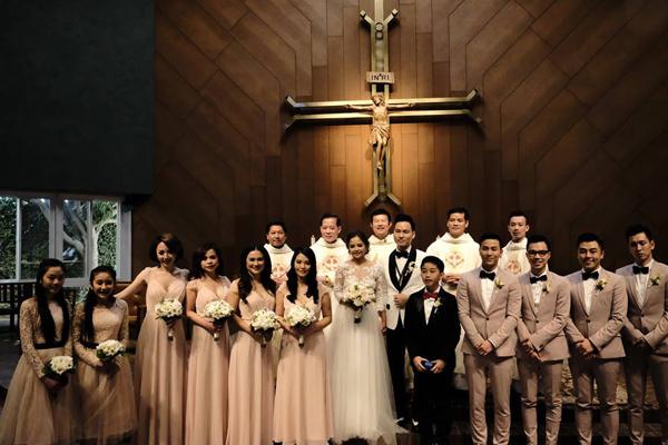 Hôn lễ ấm áp tại nhà thờ của Đình Bảo trước tiệc cưới gây ồn ào - Hình 10