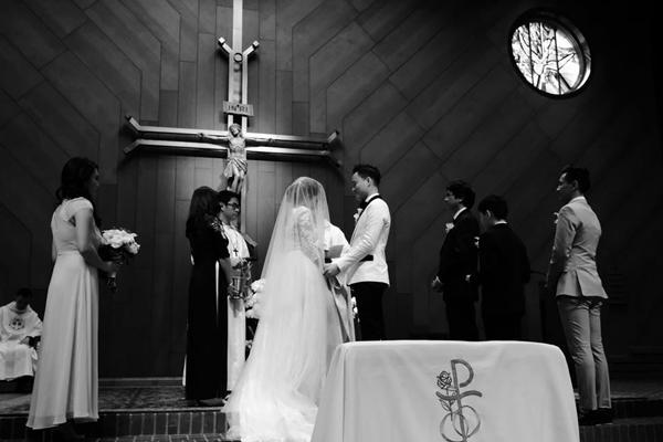 Hôn lễ ấm áp tại nhà thờ của Đình Bảo trước tiệc cưới gây ồn ào - Hình 8