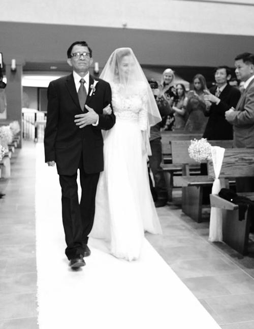 Hôn lễ ấm áp tại nhà thờ của Đình Bảo trước tiệc cưới gây ồn ào - Hình 6
