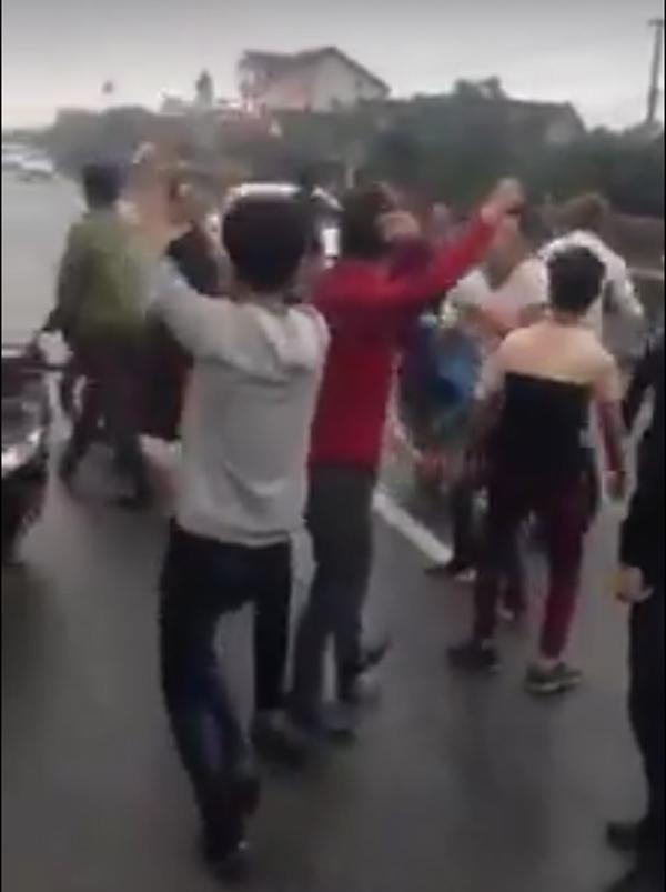 Triệu tập 7 thanh niên nhảy giữa quốc lộ