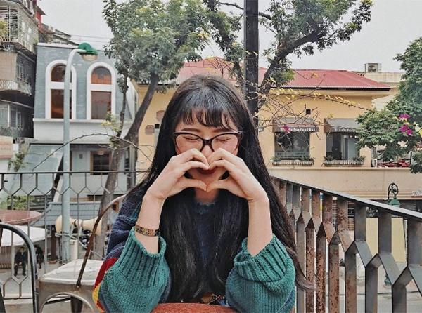 Cuộc chiến hàng hiệu giữa các hot girl Việt