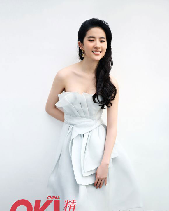 Nếu cứ tiếp tục béo như hiện tại thì Lưu Diệc Phi nên thanh lý loạt váy áo này thôi!