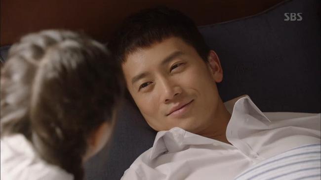 Sau cả chục tập phim bị biên kịch hành hạ, ơn giời Ji Sung cũng có ngày này!