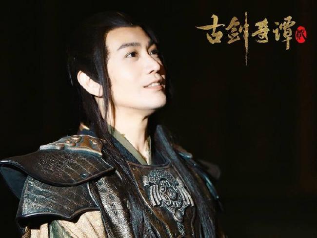 Tình cũ của Phạm Băng Băng bị chê điệu đà khi tô son bóng, để tóc dài trong sự kiện