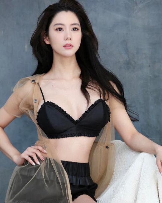 Nữ hoàng mới xứ Hàn tung bộ ảnh khoe thân hình đẹp tuyệt