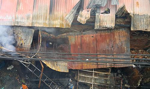 Kho phế liệu ở Nghệ An cháy rụi trong đêm