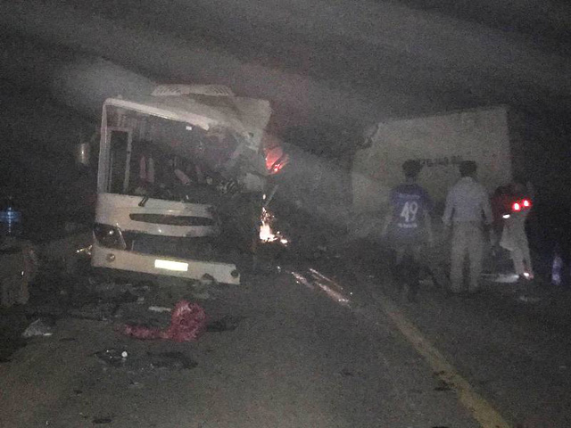 Ô tô tải đâm trực diện xe khách, 11 người thương vong