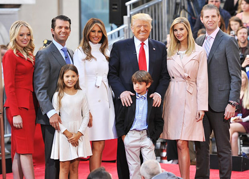 Cháu nội Trump bị gãy chân khi đi trượt tuyết cùng gia đình